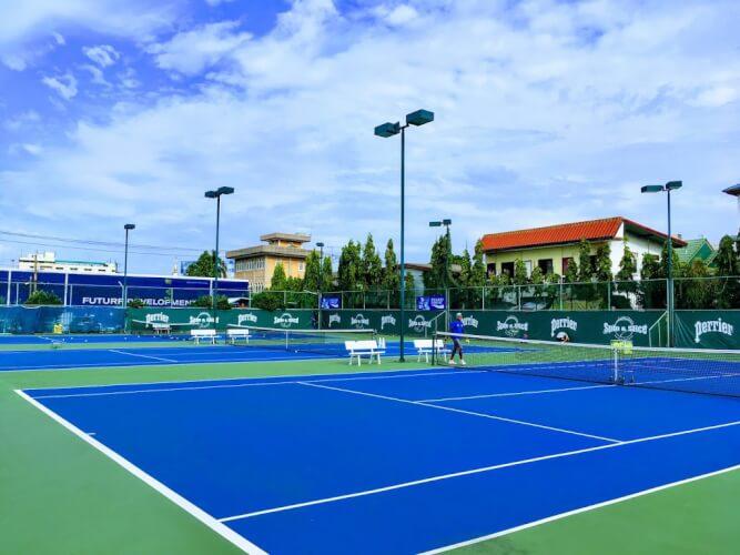 バンコクでテニス